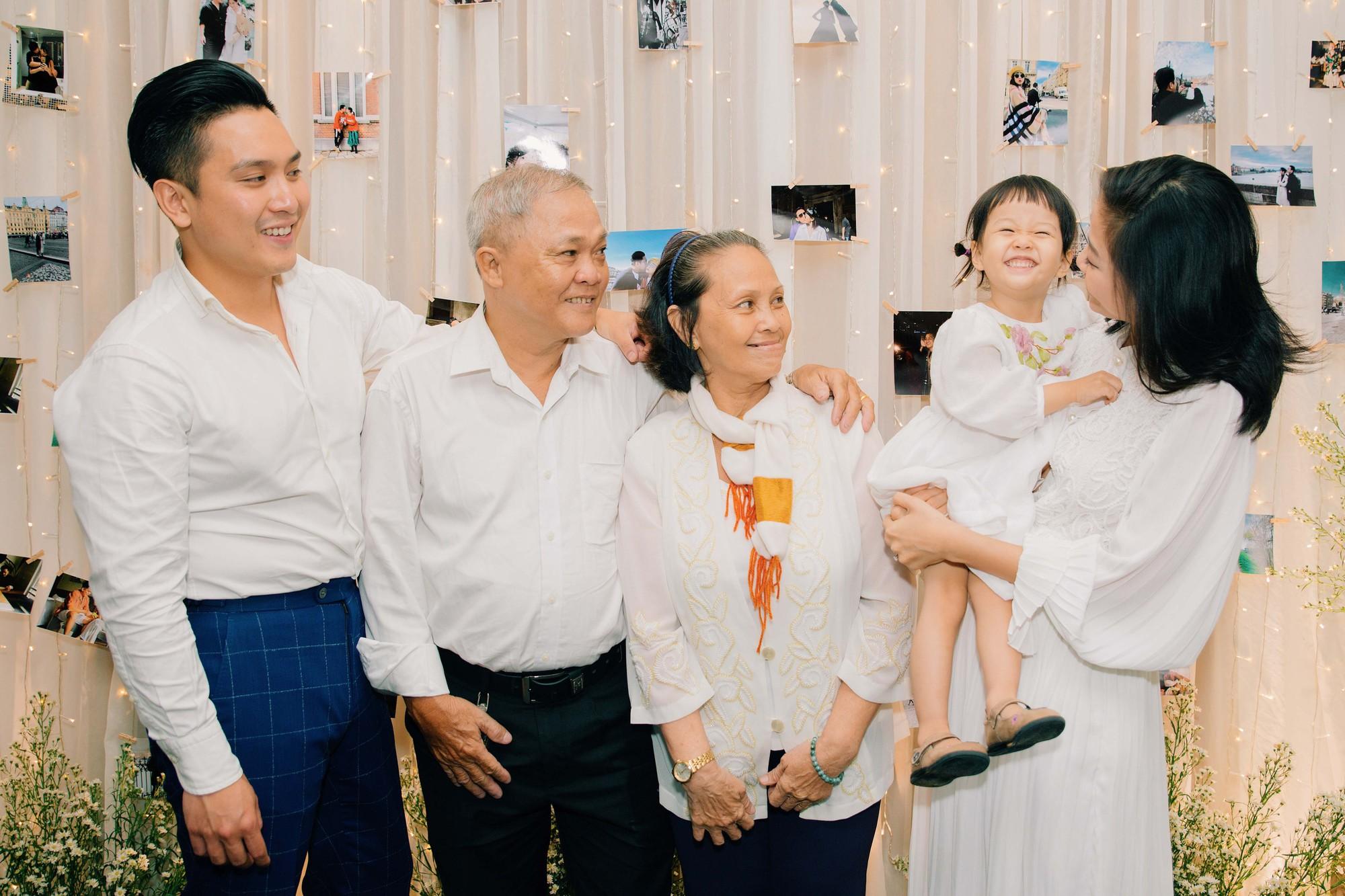Chân dung bạn trai Việt Kiều vừa cầu hôn MC Liêu Hà Trinh   - Ảnh 7.