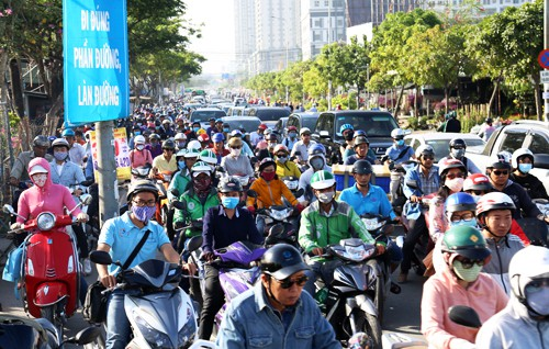 Khu Nam Sài Gòn kẹt xe nghiêm trọng, dự án giải cứu còn trên giấy - Ảnh 1.