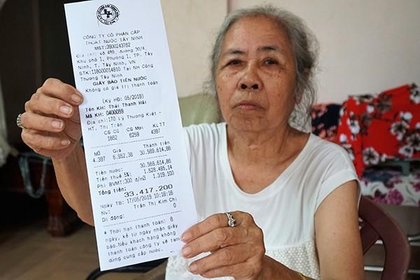 Tháng đầu mùa nóng, tá hoá hóa đơn tiền nước 33 triệu đồng - Ảnh 1.