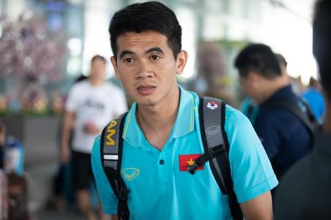 Tuyển Việt Nam về đến Nội Bài sau khi giành ngôi á quân King's Cup - Ảnh 10.