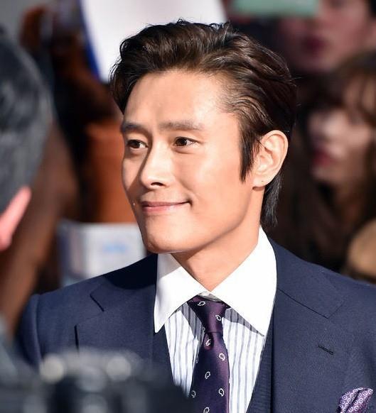 Tài tử Lee Byung Hun: Từ hoàng đế nghiện sex đến danh xưng Tom Cruise châu Á - Ảnh 10.