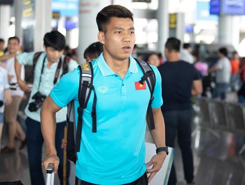 Tuyển Việt Nam về đến Nội Bài sau khi giành ngôi á quân King's Cup - Ảnh 11.