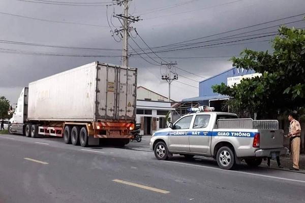Thượng uý CSGT bị xe container cán tử vong trên đường làm nhiệm vụ - Ảnh 2.