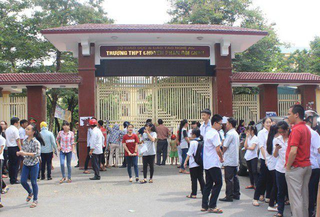 Đề Toán thi vào lớp 10 chuyên tỉnh Nghệ An khá hay, phổ điểm dự kiến từ 12 - 15 điểm - Ảnh 2.