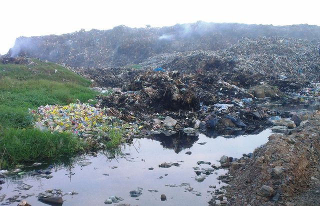 Ám ảnh lượng rác thải 'khổng lồ' của thành phố biển Sầm Sơn - Ảnh 1.