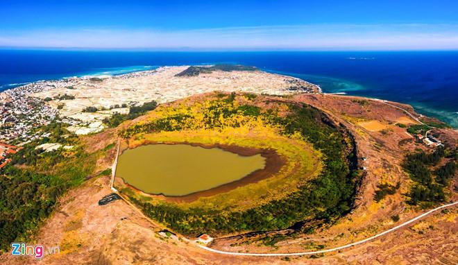 Quảng Ngãi chính thức thu phí du khách đến tham quan đảo Lý Sơn - Ảnh 1.