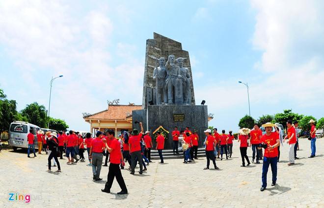 Quảng Ngãi chính thức thu phí du khách đến tham quan đảo Lý Sơn - Ảnh 2.