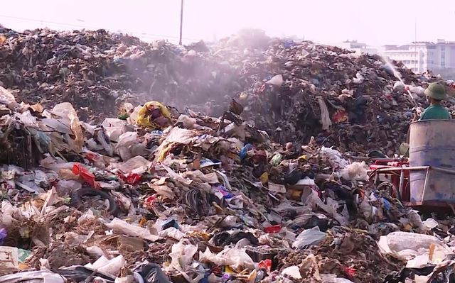 Ám ảnh lượng rác thải 'khổng lồ' của thành phố biển Sầm Sơn - Ảnh 3.