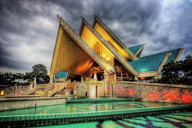 nha-hat-quoc-gia-istana-budaya-dang-cap-the-gioi