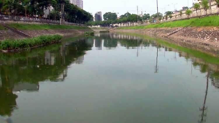 Công ty thoát nước muốn cải tạo sông Tô Lịch thành tuyến buýt đường thuỷ - Ảnh 1.