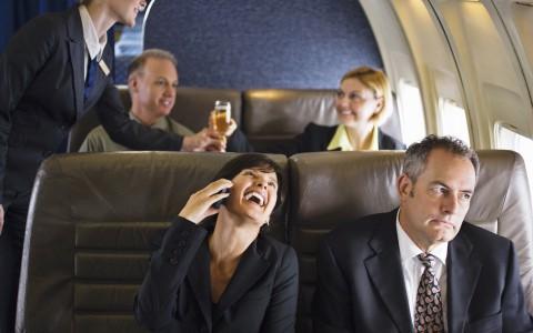 Văn hoá đi máy bay: Nên ngả ghế hết cỡ ra phía sau để nằm ngủ?