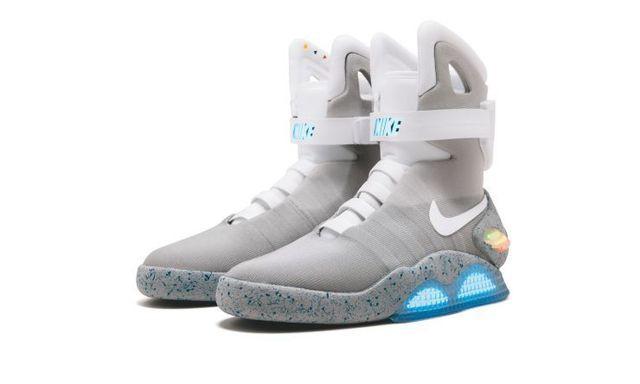 Đôi giày thể thao được bán đấu giá lên tới hơn 3,7 tỉ đồng - Ảnh 2.