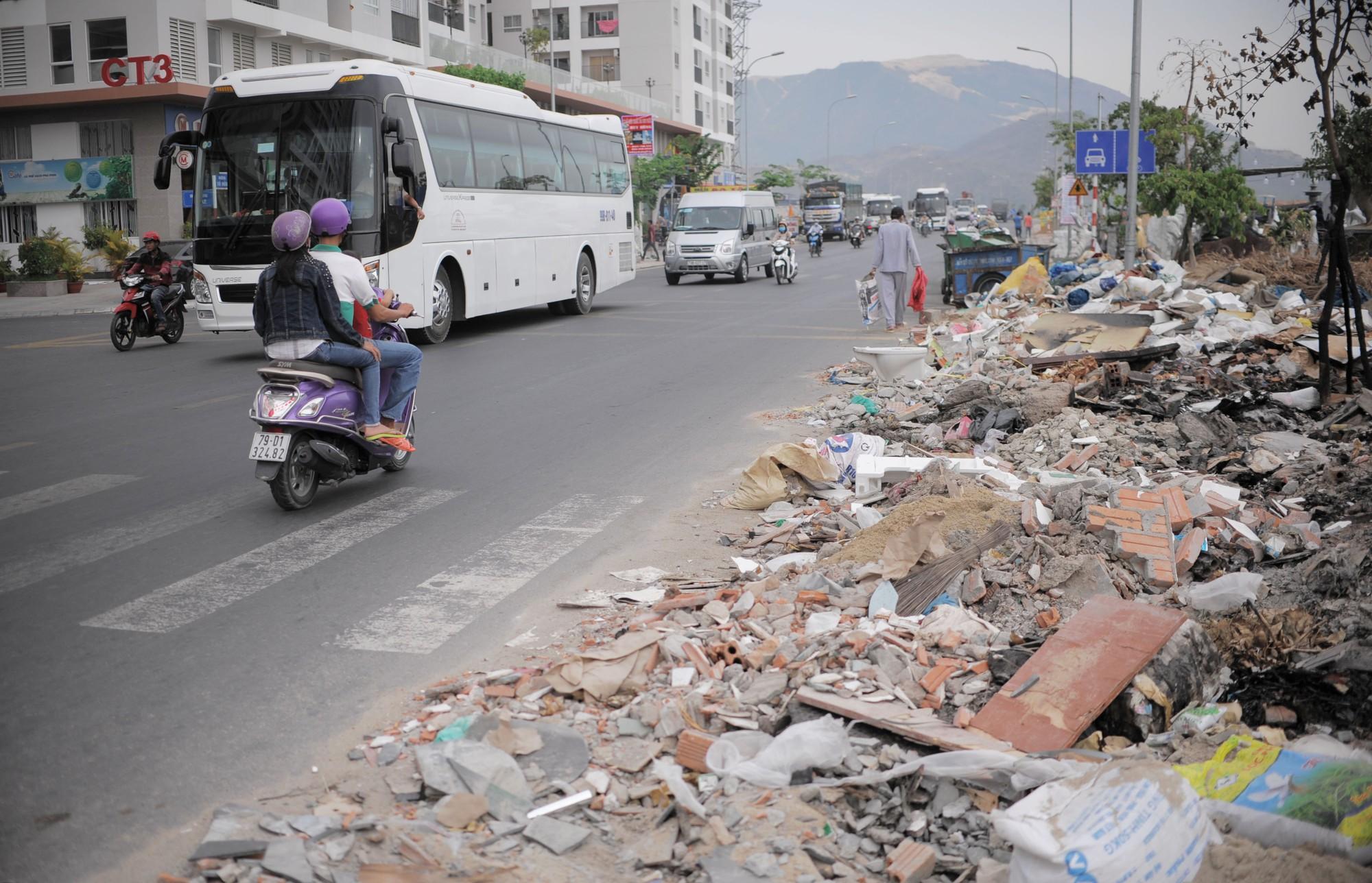 đô thị nha trang ngập rác  (6)