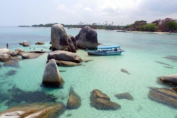 Pantai-Tanjung-Kelayang-Pulau-Belitung