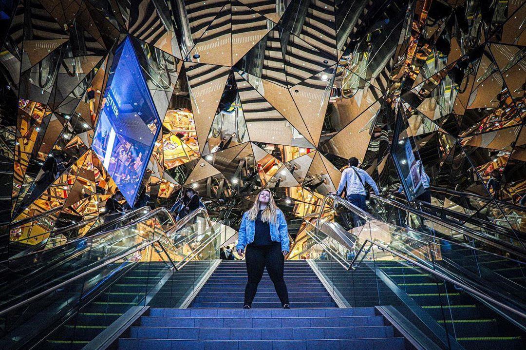 Vòm kính phân mảnh như 'đa vũ trụ' giao nhau gây sốt ở Tokyo - Ảnh 7.
