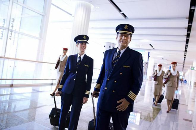 Soi lương 'khủng' của các phi công trên thế giới - Ảnh 23.