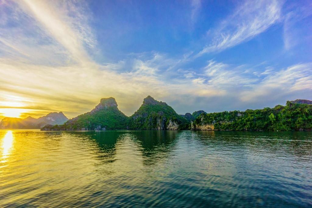 Vịnh Hạ Long vào top 10 điểm ngắm bình minh đẹp nhất thế giới - Ảnh 6.