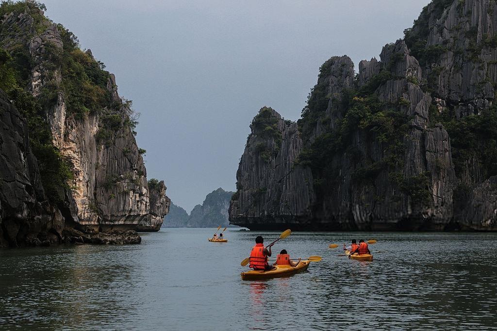 Báo Tây nói về đi xích lô và 9 trải nghiệm phải thử ở Việt Nam - Ảnh 4.