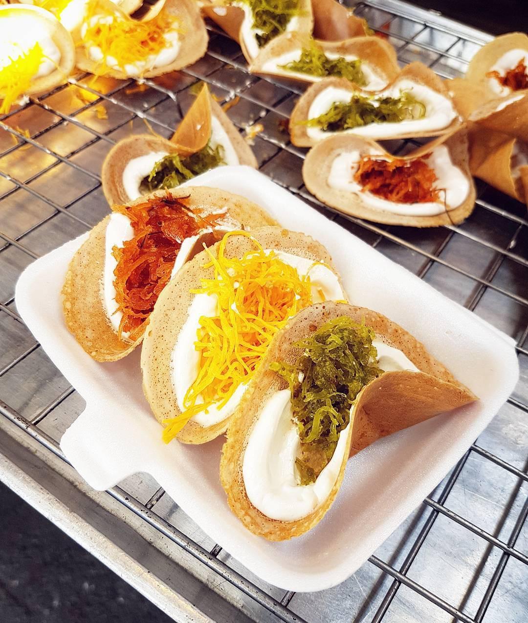 Những món ăn vặt nổi tiếng nhất định phải thử khi đến Thái Lan - Ảnh 10.