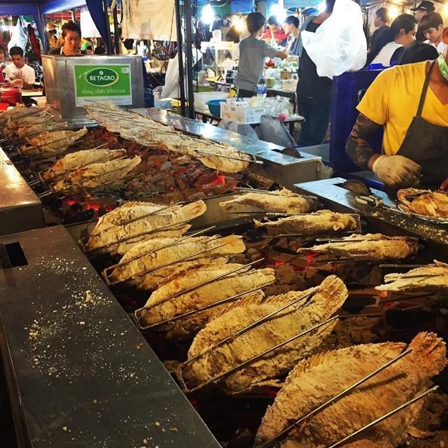 Những món ăn vặt nổi tiếng nhất định phải thử khi đến Thái Lan - Ảnh 31.