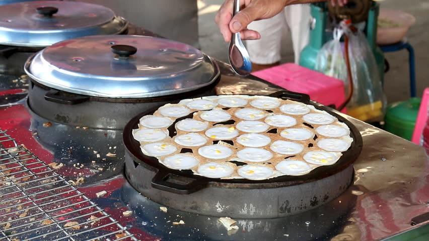 Những món ăn vặt nổi tiếng nhất định phải thử khi đến Thái Lan - Ảnh 7.