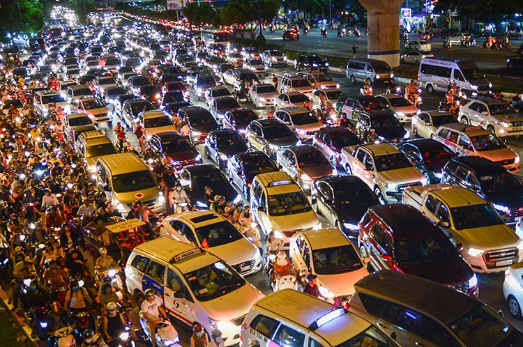 Đề án thu phí ôtô vào trung tâm TP HCM học từ Thụy Điển, Singapore - Ảnh 3.