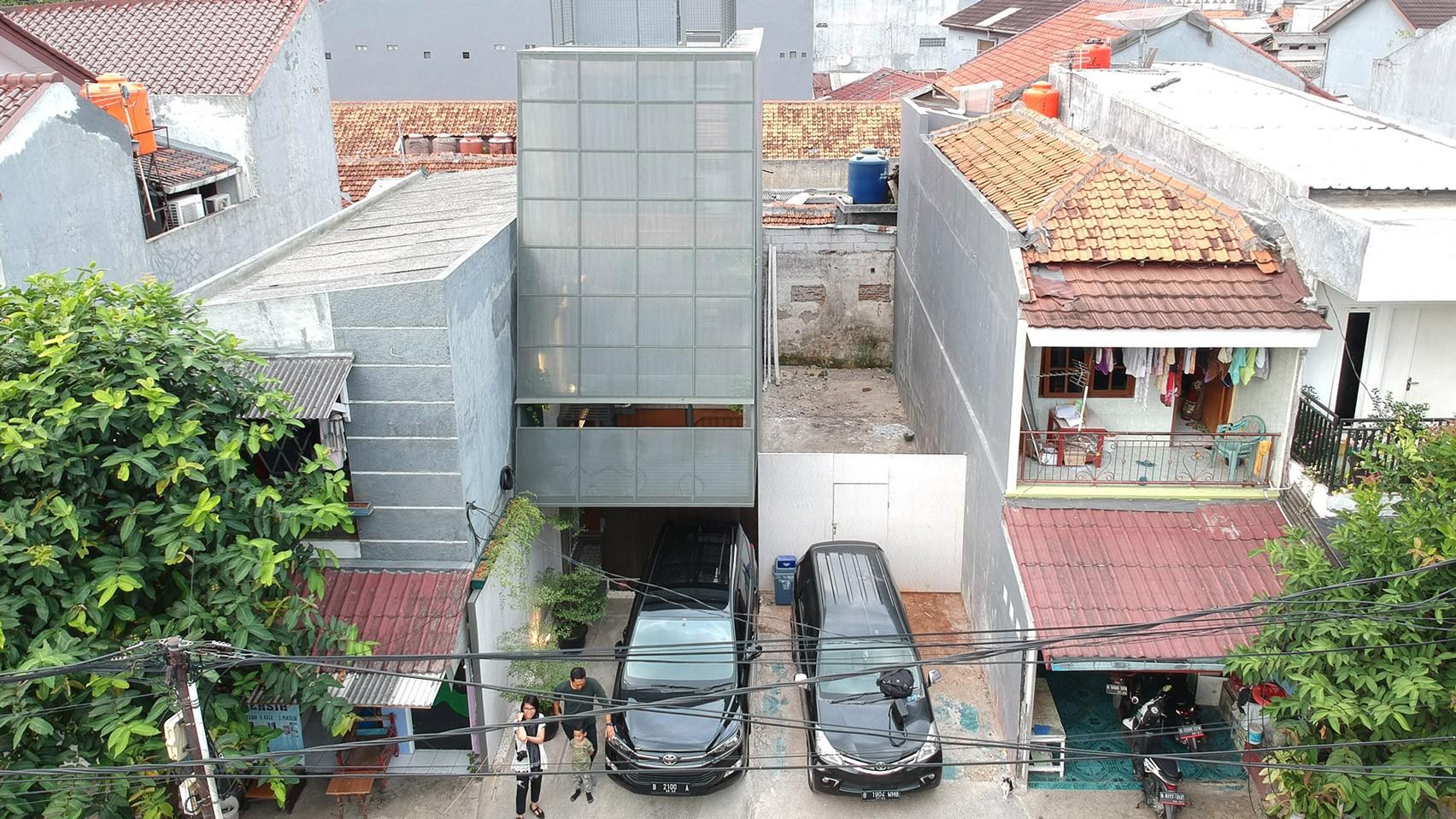 3500-millimetre-house-ago-architects-architecture-residential-indonesia-skinny-houses_dezeen_2364_hero