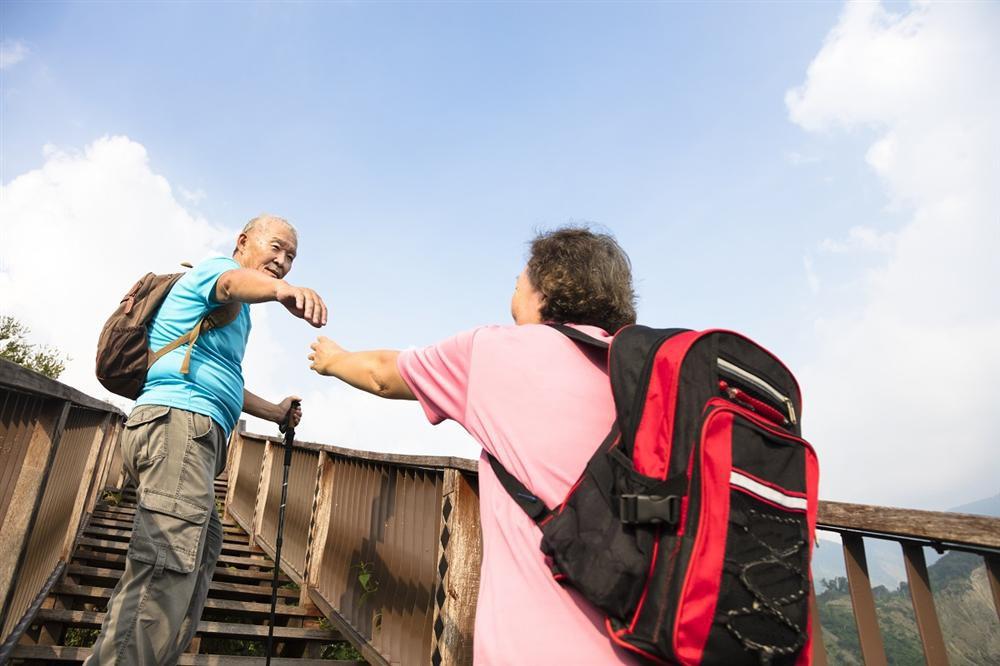 Những điều cần chú ý khi đi máy bay với người lớn tuổi - Ảnh 4.