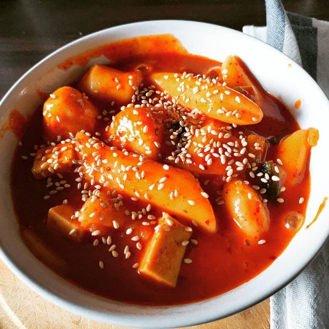 Những món ăn vặt nổi tiếng nhất định phải thử khi du lịch Hàn Quốc - Ảnh 2.