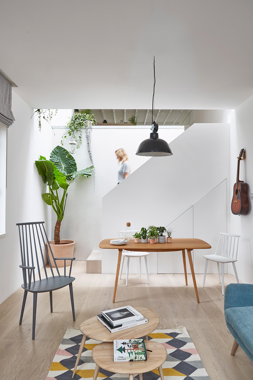 hackney-mews-hutch-design-london-architecture-_dezeen_2364_col_1