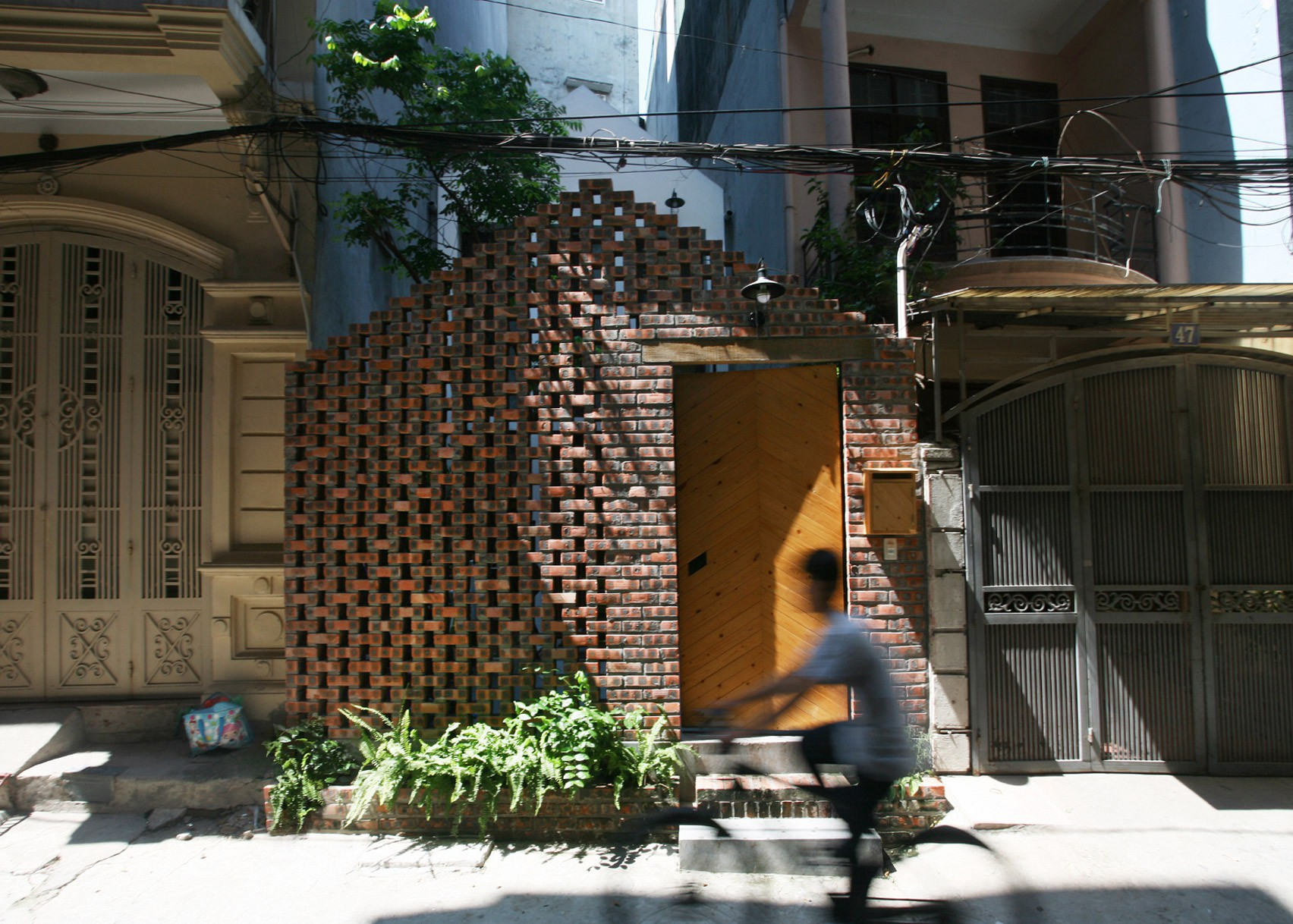 masion-t-hanoi-house-nghia-architect-vietnam-perforated-brick_dezeen_1704_slideshow_17