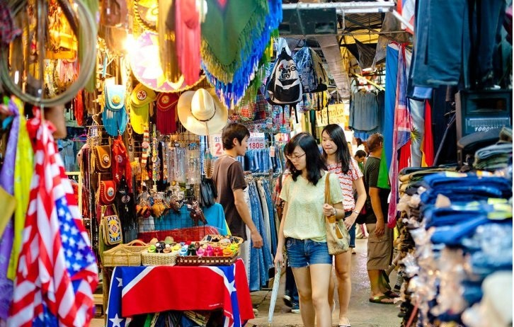 Du lịch Bangkok, nhớ ghé qua chợ cuối tuần Chatuchak để mua những món hàng rẻ - Ảnh 1.