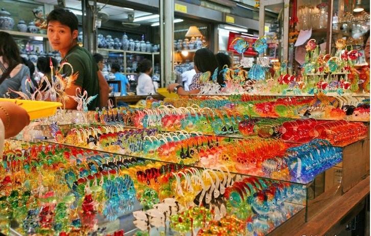 Du lịch Bangkok, nhớ ghé qua chợ cuối tuần Chatuchak để mua những món hàng rẻ - Ảnh 2.