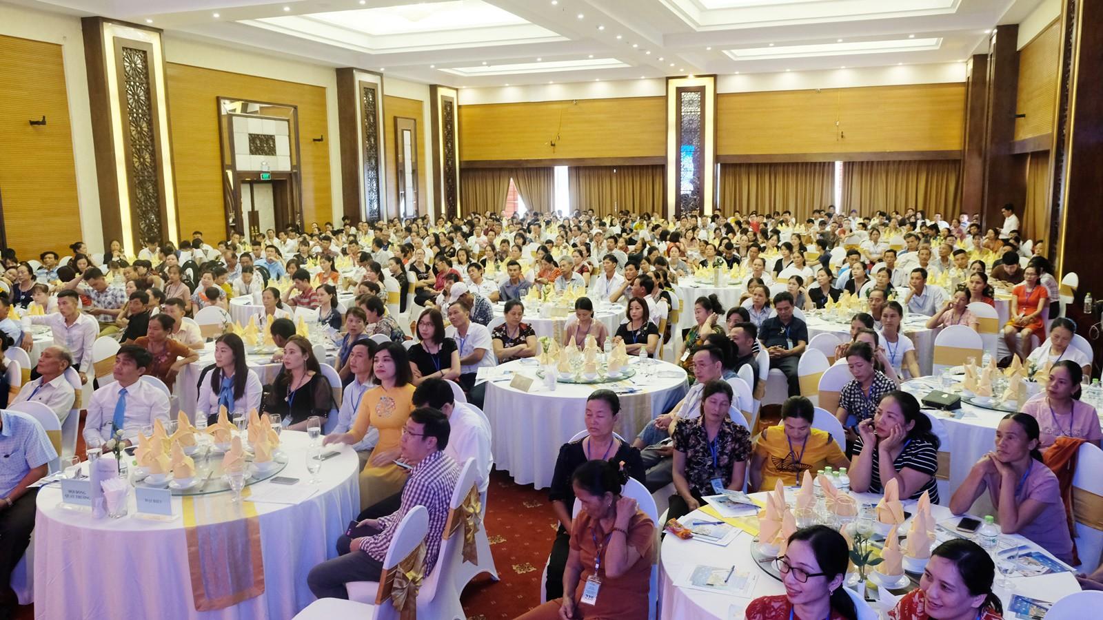 Gần 400 khách hàng tham dự Lễ quay thưởng Vi Vu Du Hè của Bảo Việt Nhân thọ.
