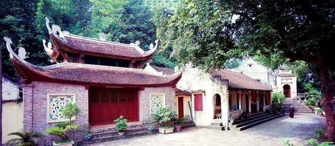 nhung-ngoi-chua-co-khong-nhan-cong-duc-tham-nghiem-gan-ha-noi-1-1952