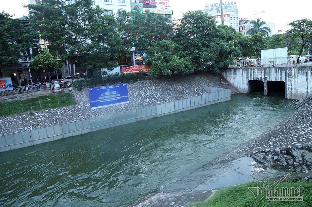 Nước hồ Tây lại xối vào sông Tô Lịch, 'nhấn chìm' thiết bị Nhật - Ảnh 11.