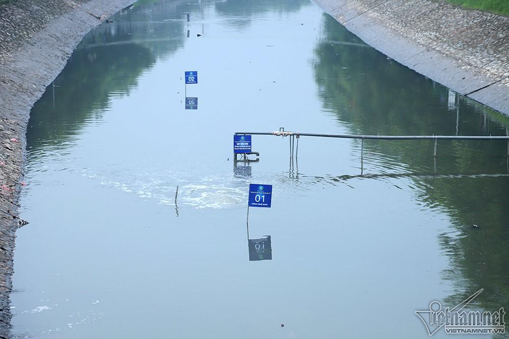 Nước hồ Tây lại xối vào sông Tô Lịch, 'nhấn chìm' thiết bị Nhật - Ảnh 6.