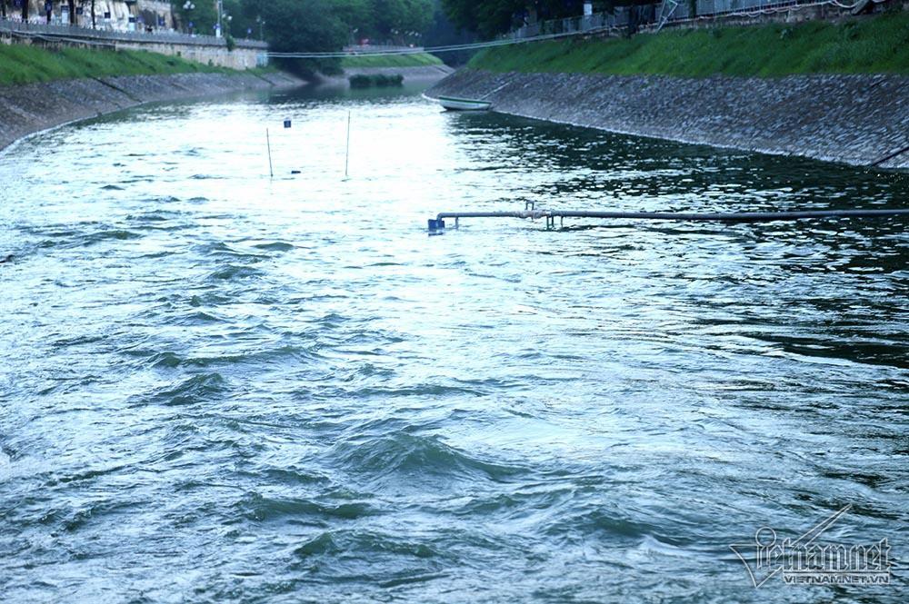 Nước hồ Tây lại xối vào sông Tô Lịch, 'nhấn chìm' thiết bị Nhật - Ảnh 7.