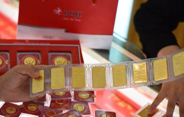 Giá vàng giảm nửa triệu đồng mỗi lượng, thị trường đặt cược lớn vào Mỹ - Ảnh 1.