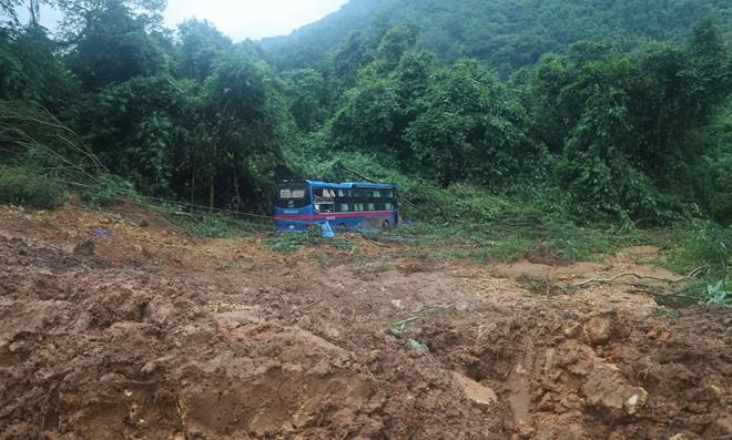 Đèo Bảo Lộc lên Đà Lạt tê liệt gần 5 giờ - Ảnh 1.