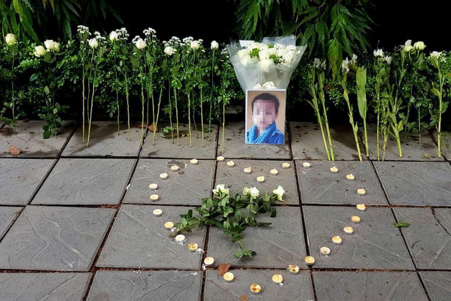 Đặt hoa, nến tưởng niệm bé trường Gateway: Văn minh hay vô ích? - Ảnh 1.