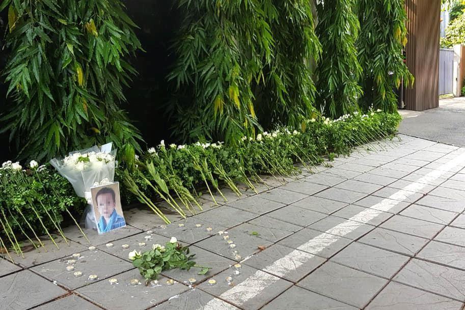 Đặt hoa, nến tưởng niệm bé trường Gateway: Văn minh hay vô ích? - Ảnh 4.