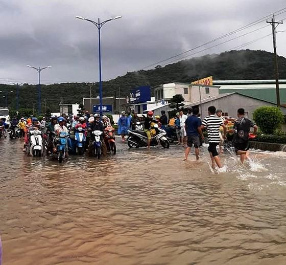 Đảo ngọc Phú Quốc thiệt hại hơn 107 tỉ đồng do ngập cục bộ - Ảnh 1.