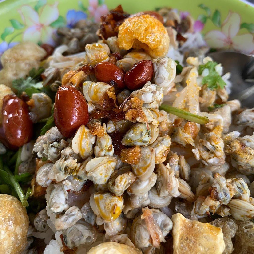 5 món ăn đặc sản nhất định phải thử khi đến với cố đô Huế - Ảnh 1.