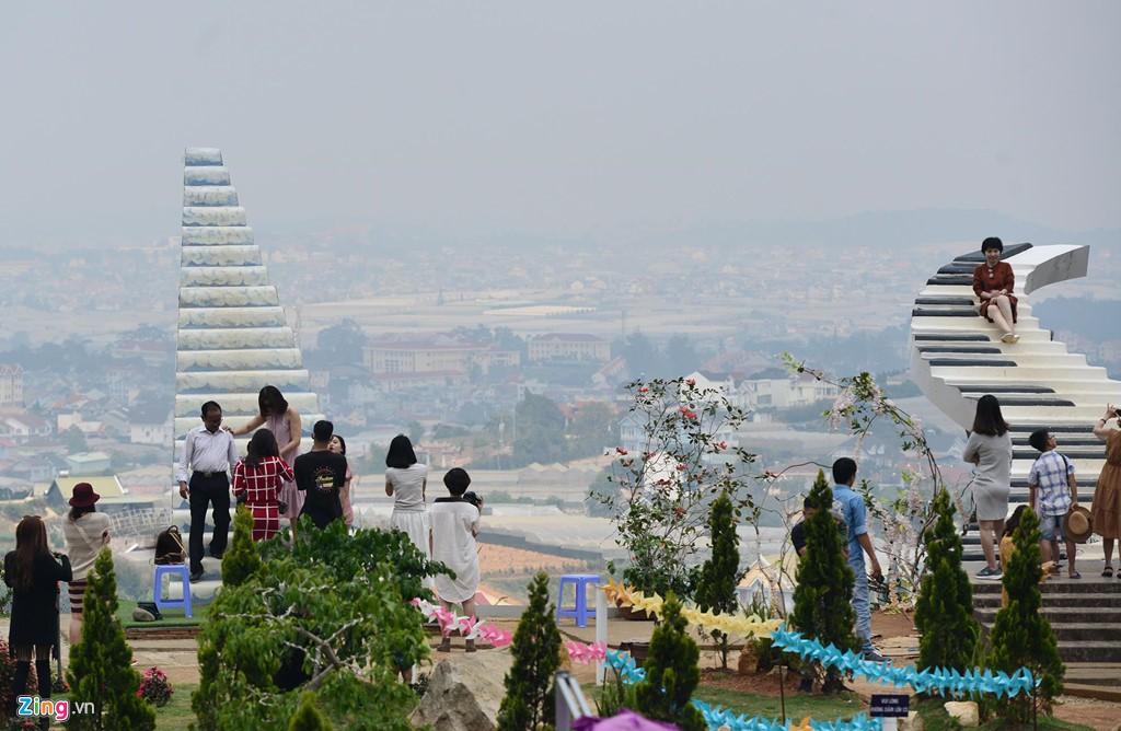 Nhà kính phủ trắng đồi khiến Đà Lạt thành sông - Ảnh 9.
