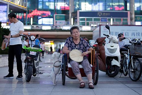 Dịch vụ chăm sóc thông minh cho người già nở rộ ở Trung Quốc - Ảnh 1.