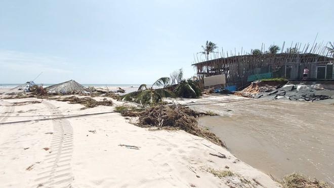 Đoạn bờ biển Phú Quốc tan hoang sau hai trận ngập lịch sử - Ảnh 10.