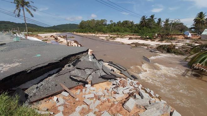 Đoạn bờ biển Phú Quốc tan hoang sau hai trận ngập lịch sử - Ảnh 16.