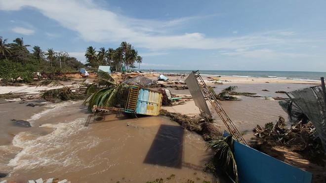 Đoạn bờ biển Phú Quốc tan hoang sau hai trận ngập lịch sử - Ảnh 3.