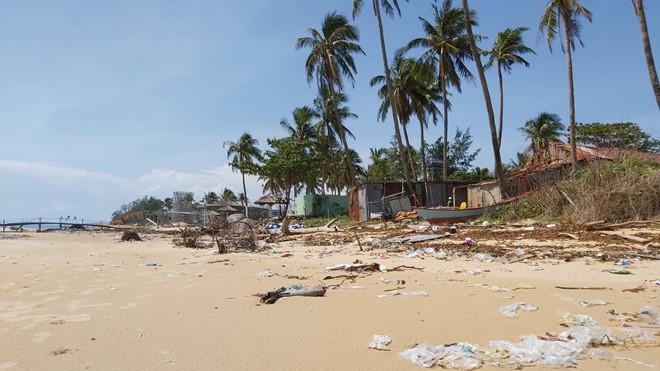 Đoạn bờ biển Phú Quốc tan hoang sau hai trận ngập lịch sử - Ảnh 6.